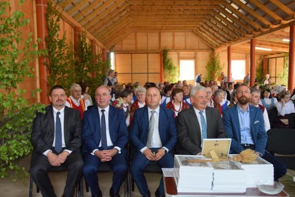 """XVI Spotkanie przy krzyżu przydrożnym we wsi Zarzeczu """"Chwalcie Łąki Umajone"""""""